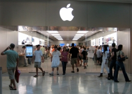 Crowds race into the Apple Store